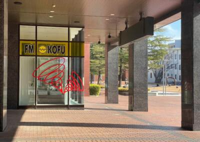 FM KOFUのラジオ番組「フリーダム!」に出演します。(5月)